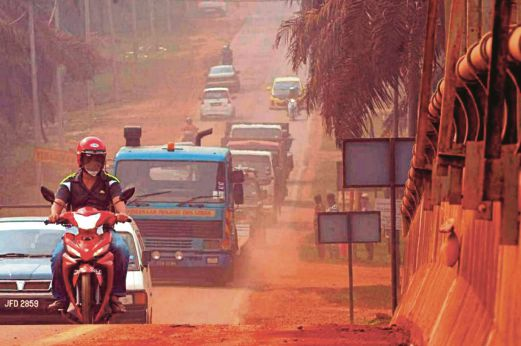 kuantan bauxite road red. Image from NST