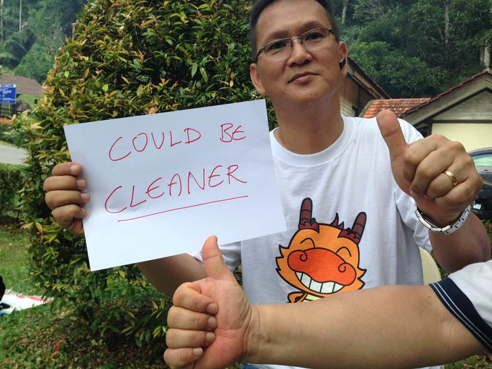 Seems like Evan, who owns a residential cleaning company, is not too impressed with Singapore's level of cleanliness. Reach him at 09happydays@gmail.com for household cleaning tips. (Remind him about our commission too, thanks!)