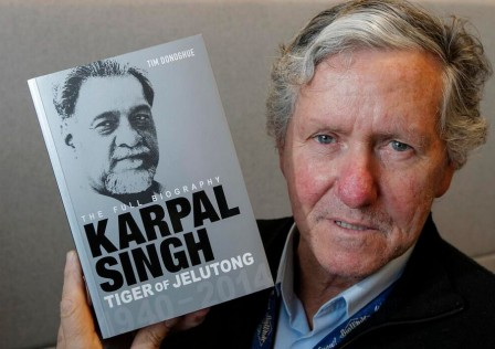 Author Tim Donoghue with his biography on Karpal. Image from Citizen Journalists Malaysia