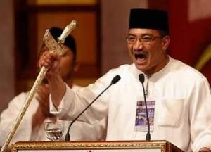 Passionate Hishamuddin passionately waves a keris. Image from wikipedia.org.