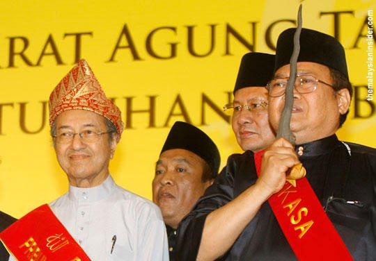 Perkasa-Ibrahim-Ali-Mahathir-keris-070813-TMI