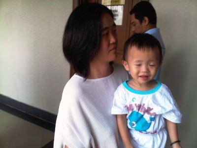 Soh Cher Wei with their son who is now 3 years old, Teoh Er Jia. Image from Free Malaysia Today