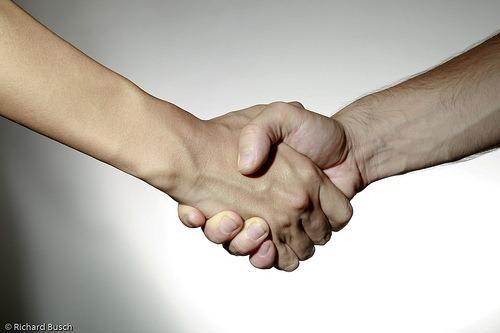 handshakebyRichardAsia