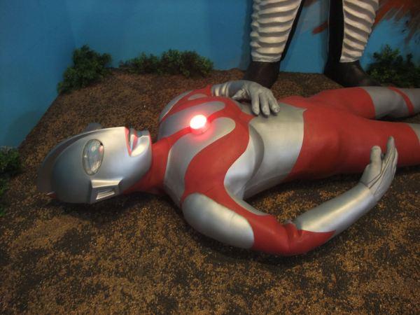 Ultraman blinking red light whoopass