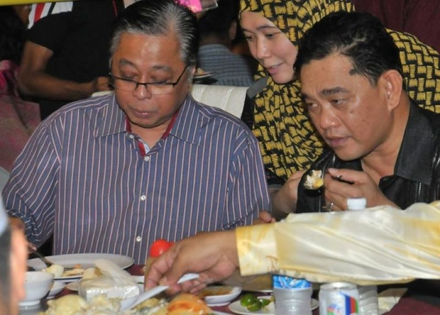 Datuk Seri Ismail Sabri on the left with the turtle eggs on his plate. He definitely totally didn't eat them tho. Pic from Malay Mail