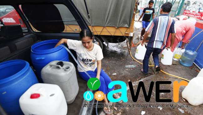 water rationing collecting van tangki Image from Free Malaysia Today