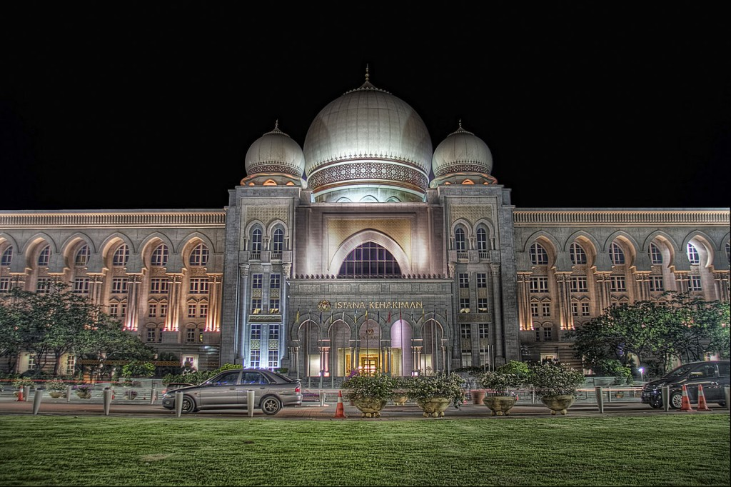 1280px-Palace_of_Justice_at_night