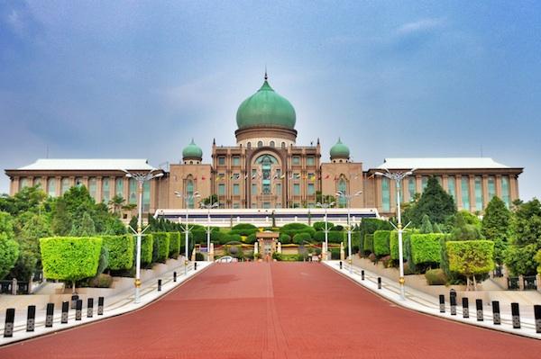 Perdana-Putra-in-Putrajaya-Malaysia (1)