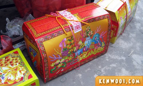 The Qingming Treasure Chest to store all your offerings for easy burning. We prefer calling it the 'Care Package' though. Image from: kenwooi.com