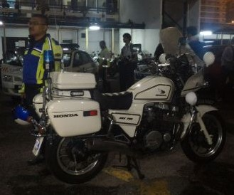 koay teow seller bodyguard imposter pose traffic police. Image from NST