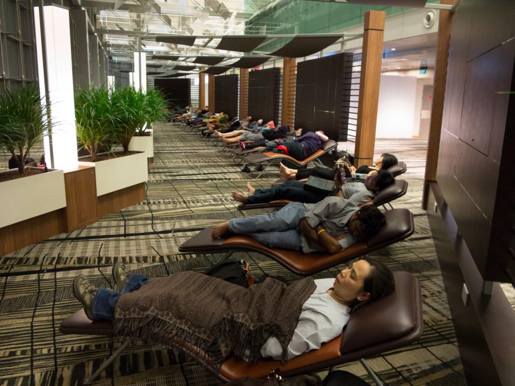 snooze-lounge-at-changi-airport-singapore