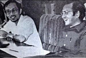 安华和敦马哈迪的一张旧照,往事除了回味,对照今时今日两人的历程,更是可以玩味。~图片来源jamalrafaie.com