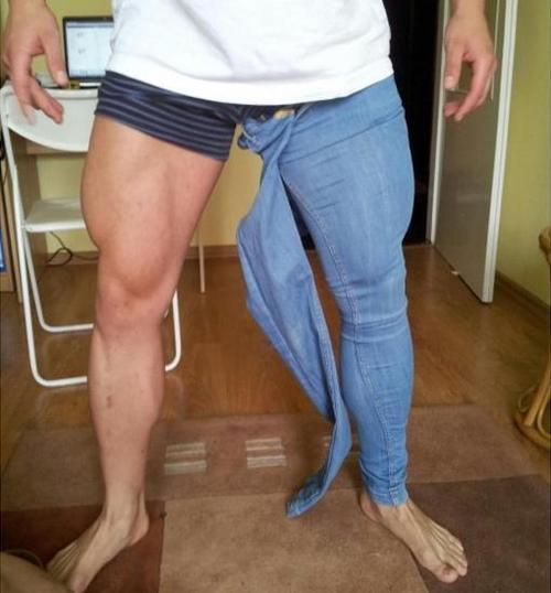 bodybuilder-jeans-too-tight