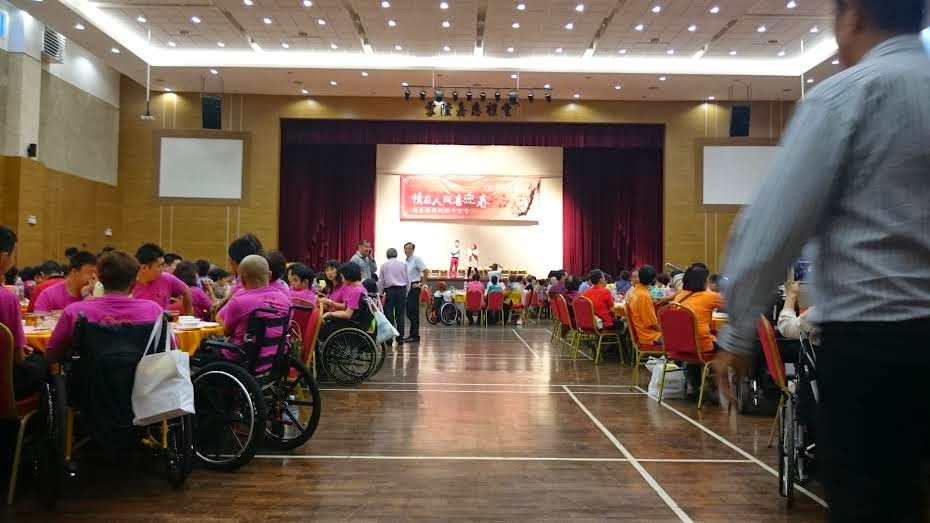 Charity dinners are a common avenue for Chinese schools to raise funds. Image via malaysia600.rssing.com
