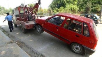 illegal-parking-touts-tow-truck