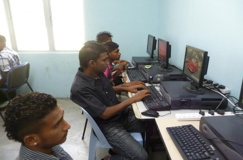 indian-at-risk-youths-myskills-maxis-learn-with-computer
