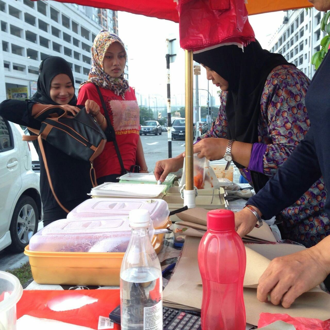 women-of-will-kuih-seller