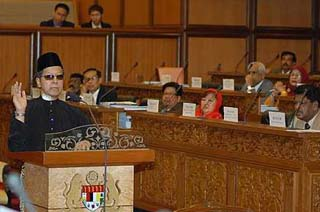 Prof Datuk Dr Ismail Salleh being sworn in as Senator. Pic frombigdogdotcom