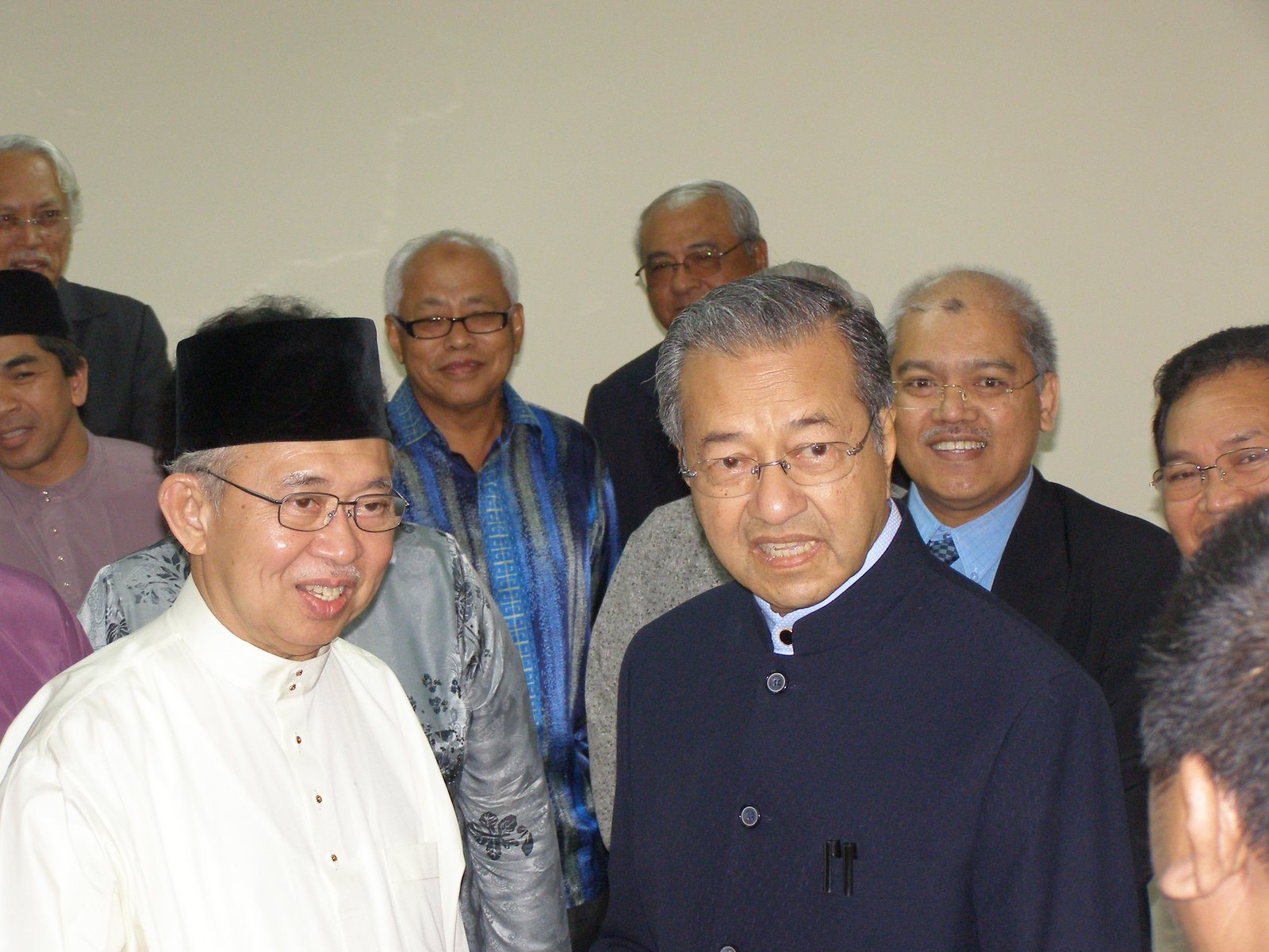Tengku Razaleigh and Mahathir in more recent times. Pic from TV14