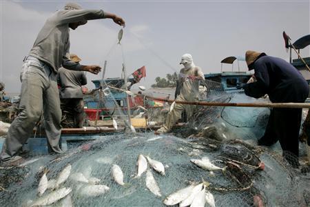 malaysia-penang-fishermen-supply