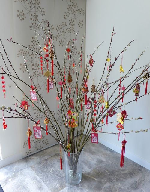 This is a real CNY tree done with pussywillows. Ok wut... quite legit like budget cosplay. Image via donaldandcathy.typepad.com
