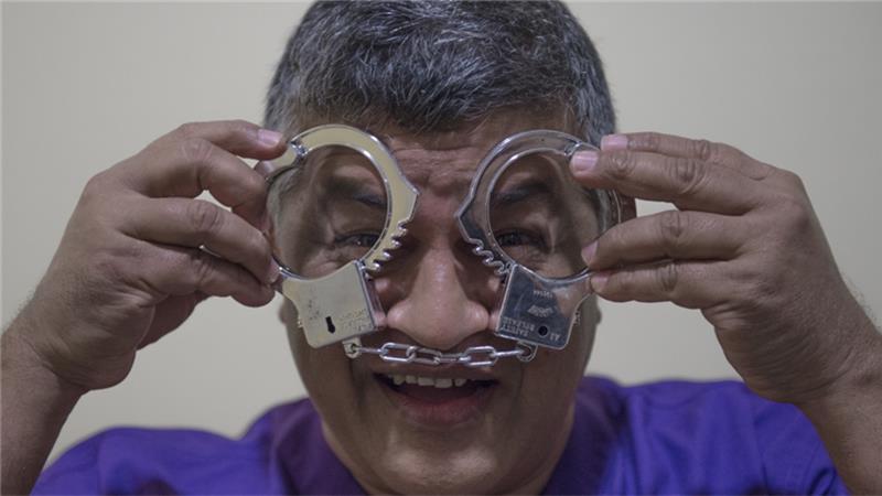 zunar aljazeera handcuffs