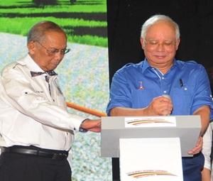 Najib playing gearstick