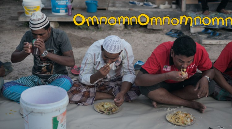 migrant-workers-eating