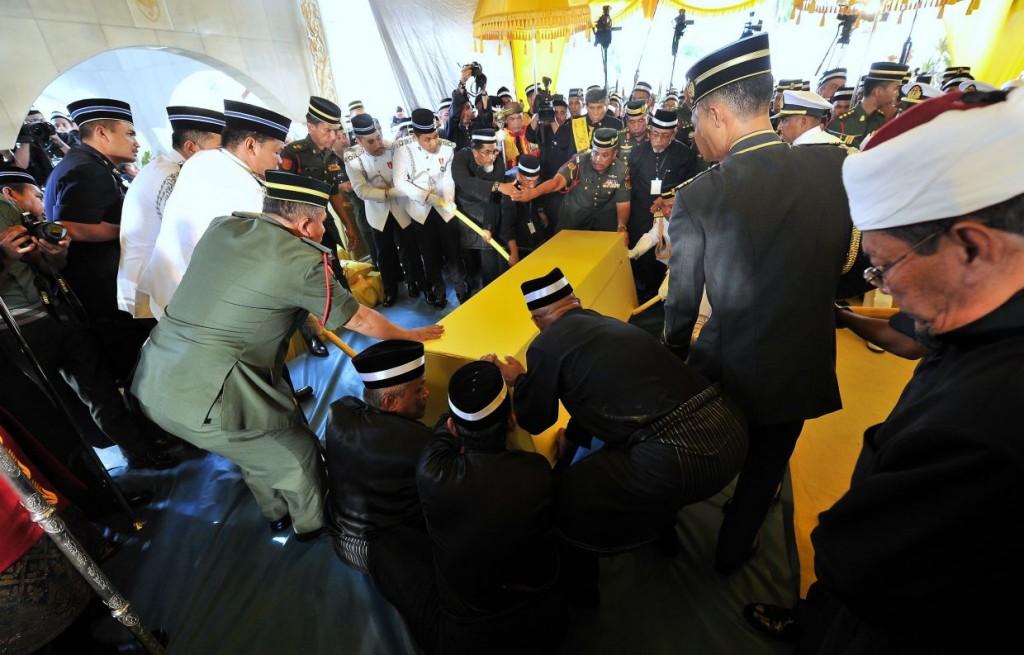 Almarhum Sultan Abdul Halim being laid to rest. Photo from The Star