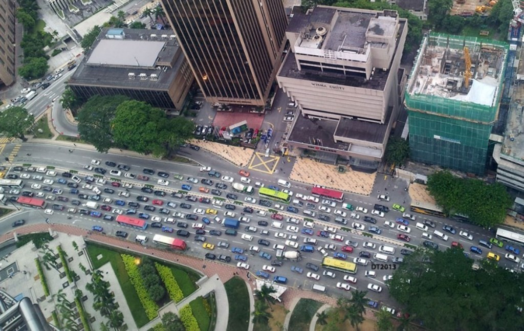 Traffic jam along Jalan Ampang, KL. Original pic from www.paultan.org