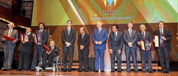 The Merdeka Award recipients, with Dr. Balbir (third from left) and Dr. Timothy (extreme right) in their midst. Photo from The Star