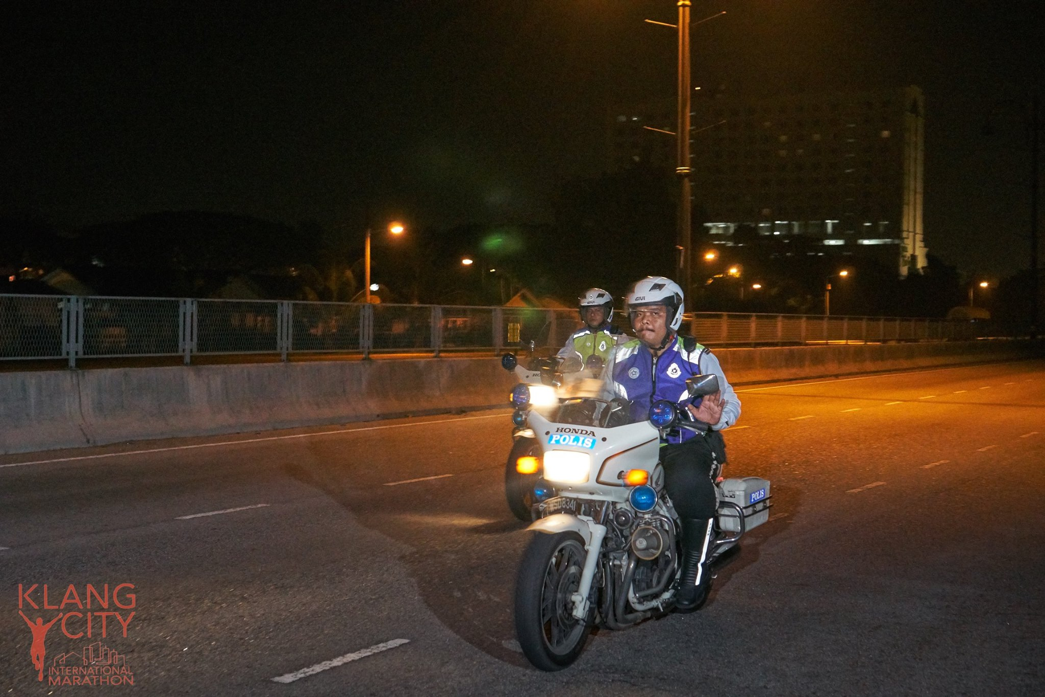 Police patrolling the event route. Img from Says.