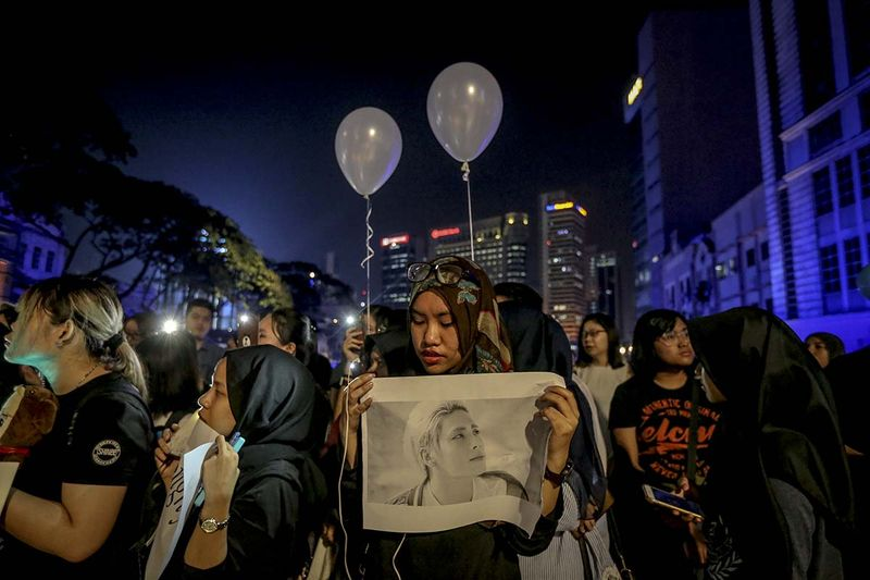Malaysian K-pop fans at the candlelight vigil held in Dataran Merdeka for Jonghyun. Image from themalaymailonline.