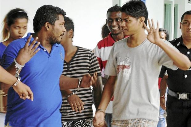 Whoa...These guys kena charged for murder, but still throwing up their gang numbers. Img from The Star.