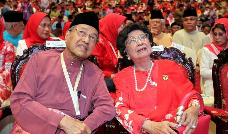Image result for dr. mahathir mohamad and dr.siti hasmah