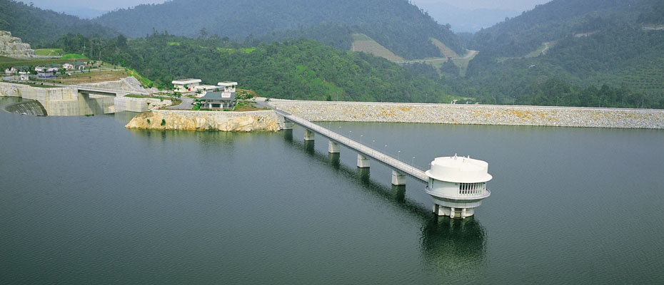 The Sungai Selangor dam, which supplies raw water to the people of Klang, KL and Putrajaya. Img from Gamuda.