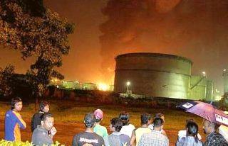 The fire at Pasir Gudang in 2006 was caused by a lightning strike. Img from the Star.