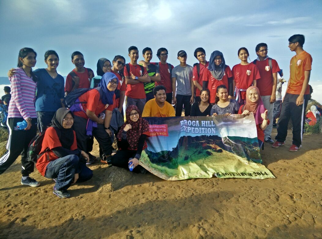 Although SLE patients cannot be exposed to sun, Azreen still manages to climb Broga Hill with all of us!