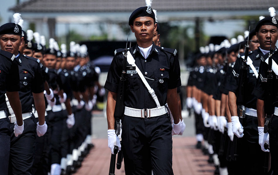 Jobs like police officers require a lot of sacrifices. Image from Astro Awani.
