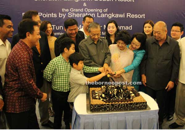 Mahathir and Ting during the launching of Four Points by Sheraton Langkawi, in 2011. Img from the Borneo Post.