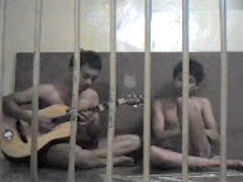 Click to watch two Malaysian prisoners sing the blues
