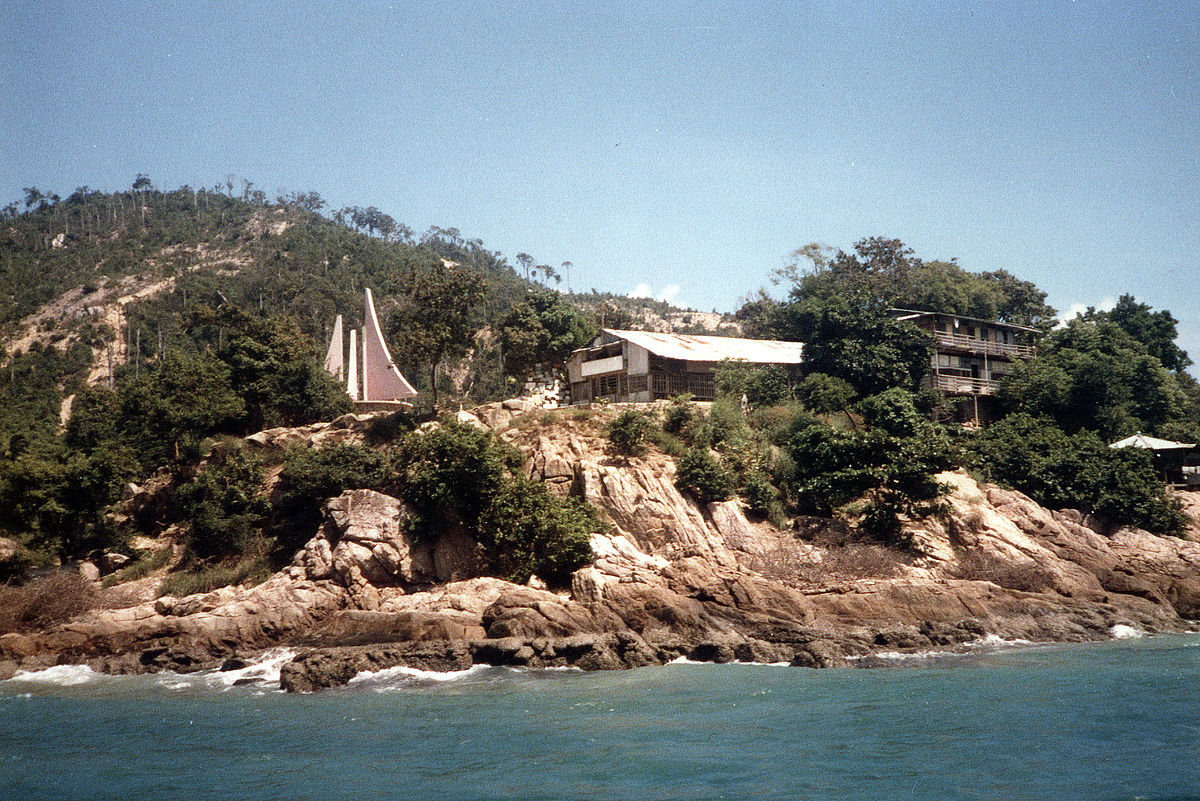 View of Pulau Bidong. Img by diligam_te, found on Wikipedia.