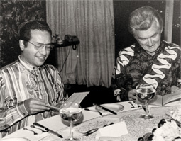 Dr. M and Bob Hawke at a reception dinner in 1984, before the executions. Image from: Australian Gov Dept of Foreign Affairs and Trade
