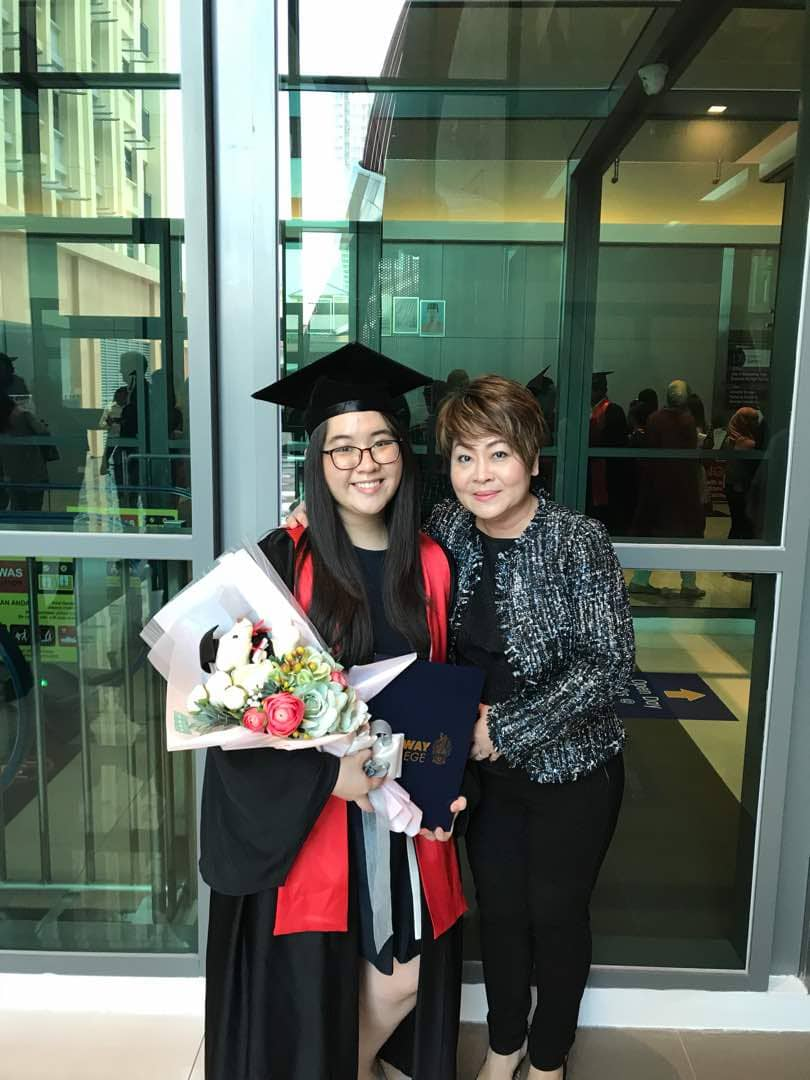 Faith, who graduated from college last year, with her mother. Image from Faith Ling