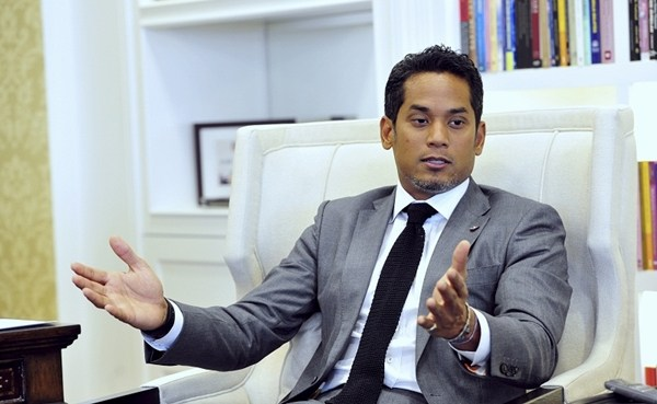 He needs no introduction, but we're putting Khairy's picture here regardless. Image from SiakapKeli
