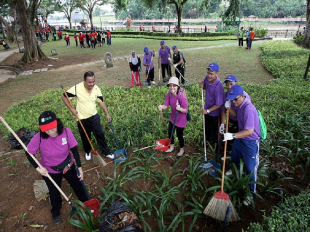 Gotong-royong isn't just about cleaning up a certain area. It can also be implemented for social insurance. Image from Sinar Harian
