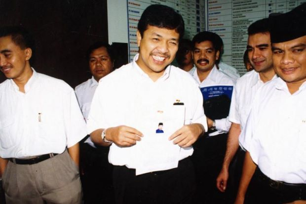 A young Zahid Hamidi back in 1996. We wonder if he himself was once an avocado-loving millennial. Image from MH Online