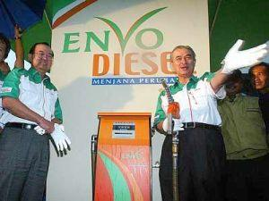 Pak Lah launching the Envo Diesel in 2006. Img from The Star.