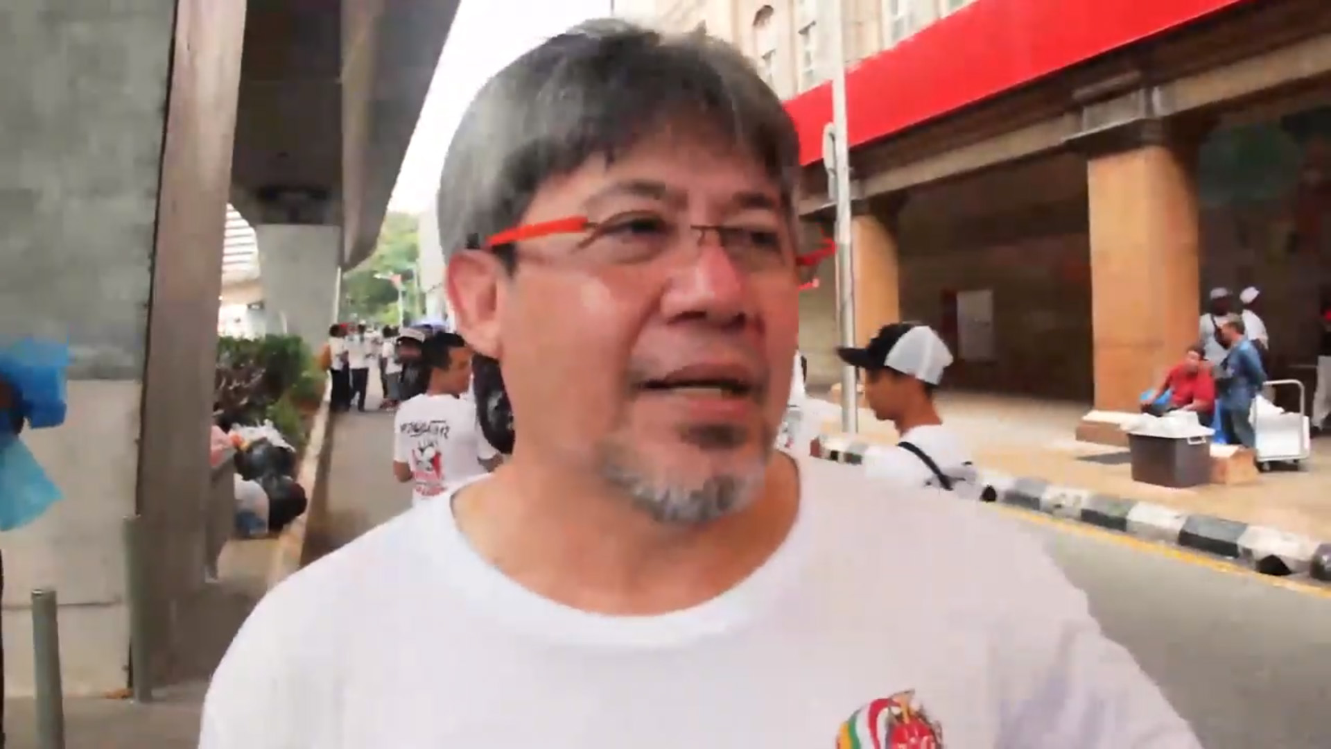 Mustapha Kamal, the Malaysian actor. Sreengrab from Sidney Chan's video.