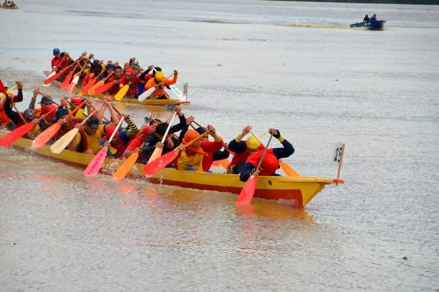 And... boat races. Might as well. Img from PestaIkanBuntalBetong's blog.